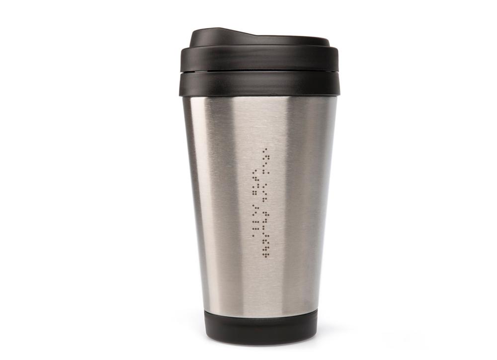 coffee to go becher edelstahl mit blindenschrift graviert. Black Bedroom Furniture Sets. Home Design Ideas